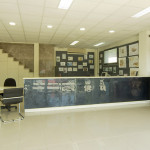 Instalux. Girona. Proyectos Globales para locales comerciales, tiendas... Estanterías y rótulos en Girona.